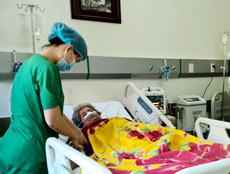 Bệnh nhân có mạch máu bụng phình to như trái bưởi - 1