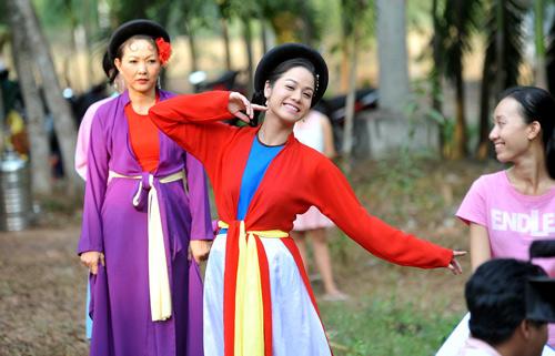Nhật Kim Anh 'lột xác' gây tranh cãi sau khi làm mẹ - 4