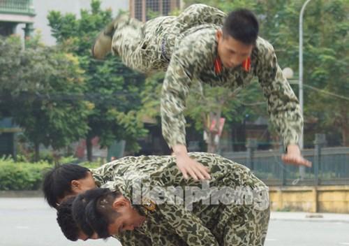 Cận cảnh võ thuật siêu phàm của đặc công Việt Nam - 4