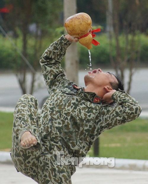 Cận cảnh võ thuật siêu phàm của đặc công Việt Nam - 5