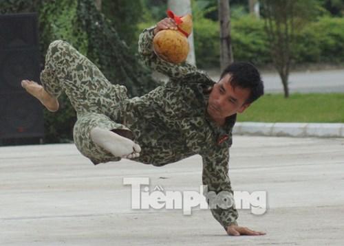 Cận cảnh võ thuật siêu phàm của đặc công Việt Nam - 6