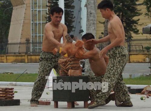 Cận cảnh võ thuật siêu phàm của đặc công Việt Nam - 8