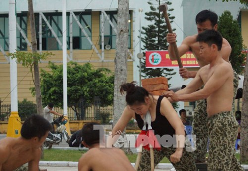 Cận cảnh võ thuật siêu phàm của đặc công Việt Nam - 9