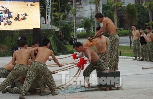 Cận cảnh võ thuật siêu phàm của đặc công Việt Nam - 12