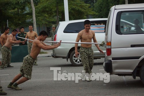 Cận cảnh võ thuật siêu phàm của đặc công Việt Nam - 13