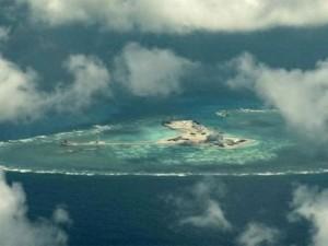 Thế giới - Phóng viên BBC mạo hiểm đến gần đảo nhân tạo ở Biển Đông