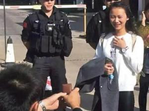 Chàng cảnh sát dẫn theo đội quân đến cầu hôn bạn gái