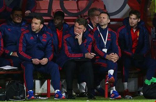 Cầu thủ Man United làm loạn phòng thay đồ - 1