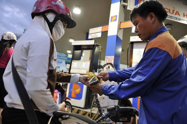 """Giá dầu sắp hạ """"khủng"""", giá xăng trong nước vẫn giảm """"nhỏ giọt""""? - 1"""