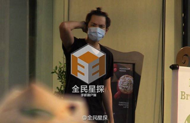 Clip: 'Soái ca' Chung Hán Lương bí mật hẹn gặp vợ con - 2