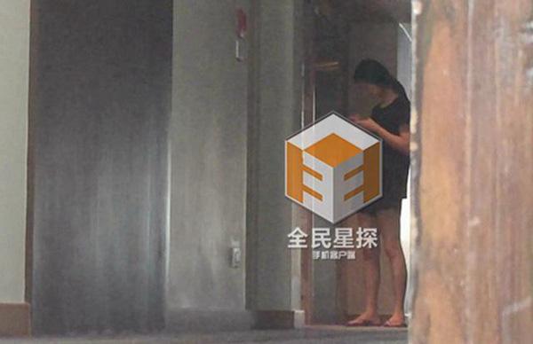 Clip: 'Soái ca' Chung Hán Lương bí mật hẹn gặp vợ con - 9
