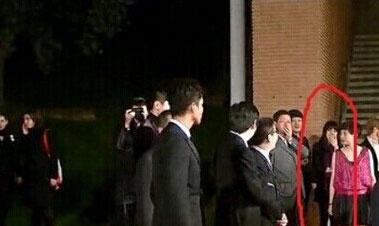 Clip: 'Soái ca' Chung Hán Lương bí mật hẹn gặp vợ con - 13