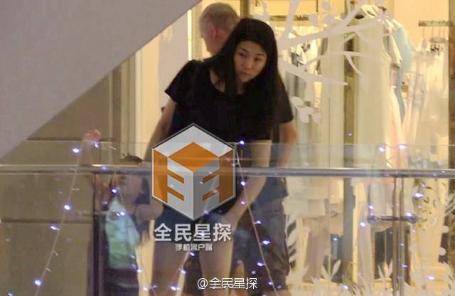 Clip: 'Soái ca' Chung Hán Lương bí mật hẹn gặp vợ con - 6