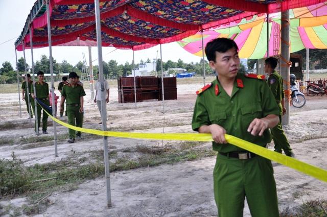 Rà bom, mìn khu vực xét xử vụ thảm án ở Bình Phước - 11