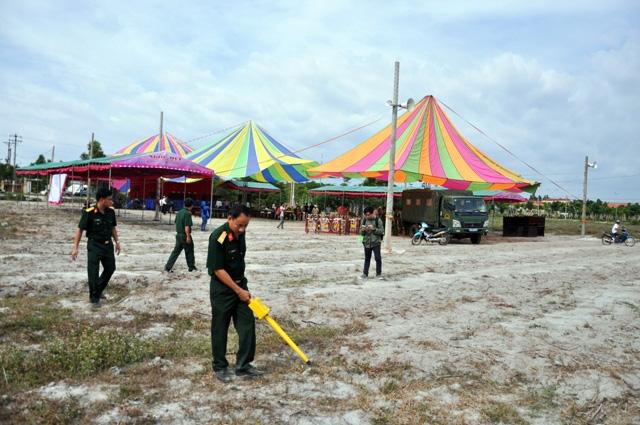 Rà bom, mìn khu vực xét xử vụ thảm án ở Bình Phước - 1