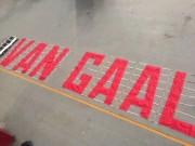 """Bóng đá - Fan MU thuê máy bay """"khủng bố"""" Van Gaal"""