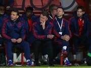 Bóng đá - Cầu thủ Man United làm loạn phòng thay đồ