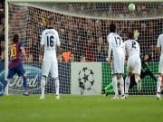 Arsenal: Petr Cech và những điểm tựa để lật đổ Barca