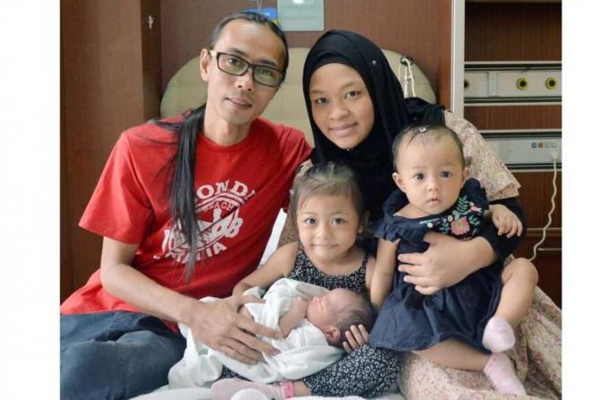 Kỳ lạ bà mẹ sinh hai con cách nhau 10 tháng - 2