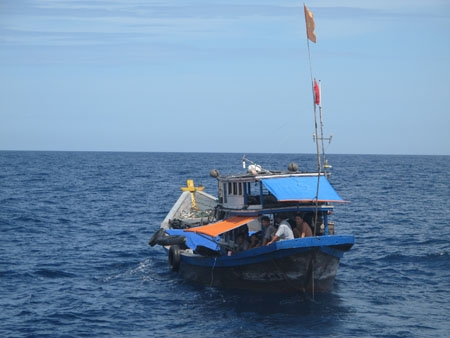 Hai tàu cá mất liên liên lạc khi chạy bão Melor - 1