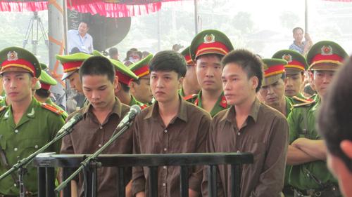 Tuyên án tử hình 2 bị cáo gây thảm án ở Bình Phước - 23
