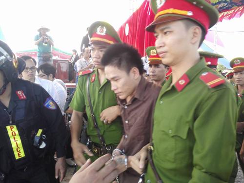 Tuyên án tử hình 2 bị cáo gây thảm án ở Bình Phước - 21