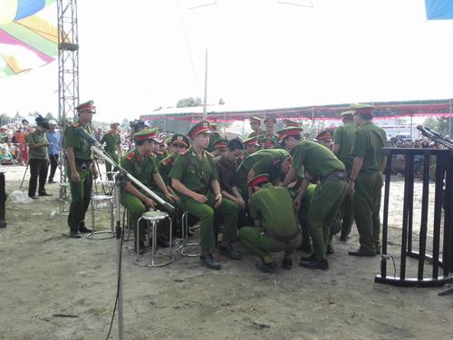 Tuyên án tử hình 2 bị cáo gây thảm án ở Bình Phước - 22