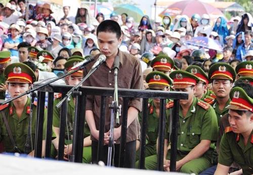 Tuyên án tử hình 2 bị cáo gây thảm án ở Bình Phước - 17
