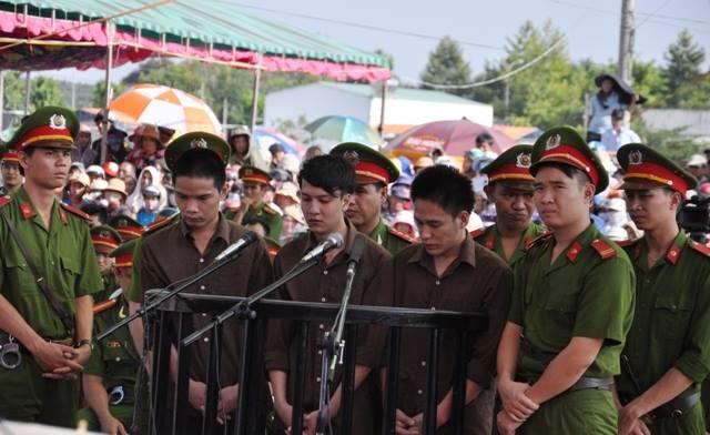 Tuyên án tử hình 2 bị cáo gây thảm án ở Bình Phước - 13