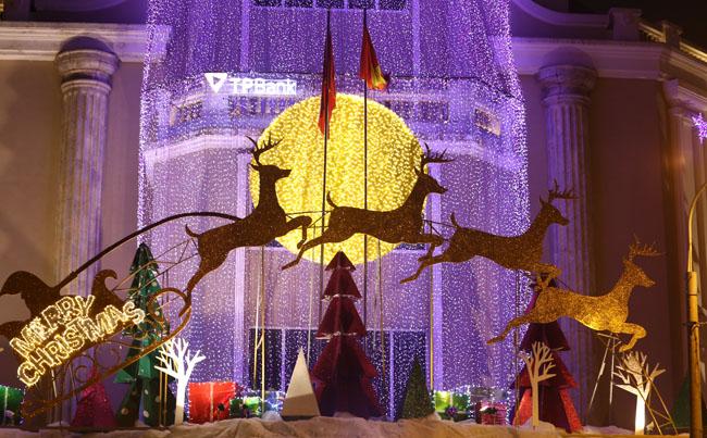Ảnh: Hà Nội lung linh sắc màu đón Giáng sinh - 4
