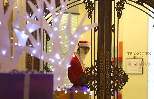 Ảnh: Hà Nội lung linh sắc màu đón Giáng sinh - 6
