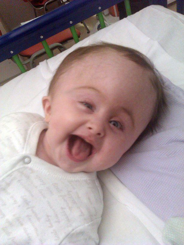 Nghị lực sống phi thường của bé mắc chứng rối loạn não hiếm gặp - 1