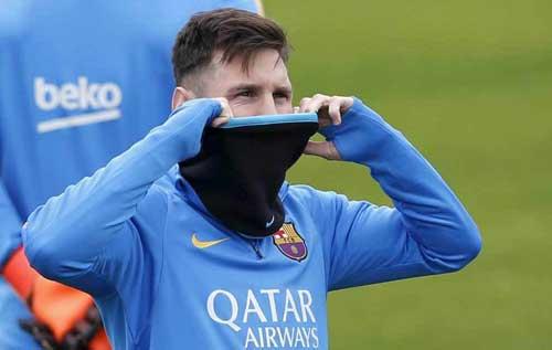 Tin HOT tối 17/12: Messi bất ngờ dính cơn đau lạ - 1
