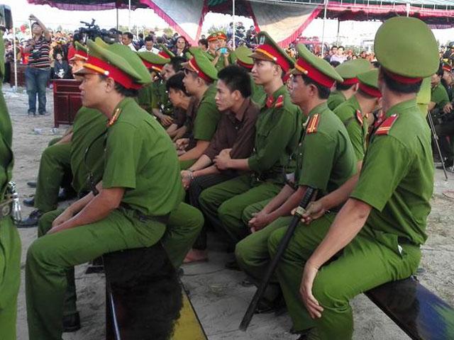Tuyên án tử hình 2 bị cáo gây thảm án ở Bình Phước - 7