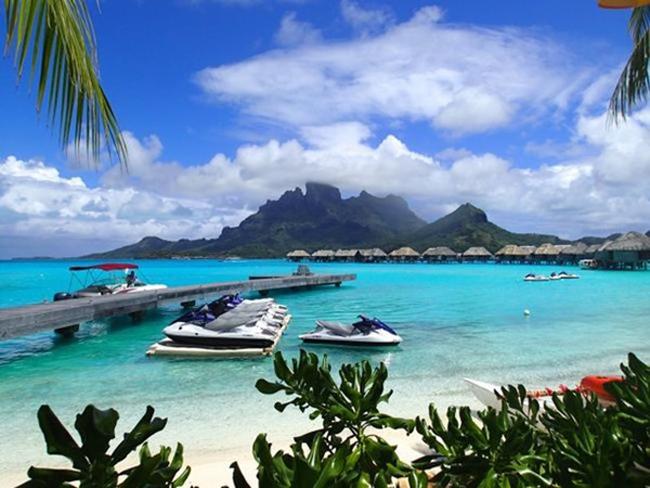 Bỏ ra 38.000 đô la (850 triệu đồng)/đêm, bạn có thể ở trong 12 căn nhà xinh đẹp và đầy đủ tiện nghi trên & nbsp;hòn đảo tư nhân xa hoa & nbsp;Motu Tane, Polynesia. Bạn còn được tham gia tour du lịch tàu ngầm, thuyền kayak, tiệc tôm hùm Tahiti và nhiều hoạt động thú vị khác.