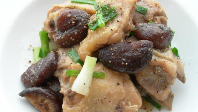 Bữa tối ấm bụng với gà om nấm và canh kim chi - 1