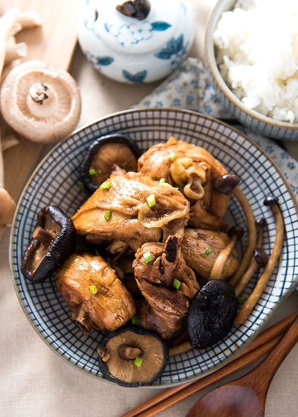 Bữa tối ấm bụng với gà om nấm và canh kim chi - 3