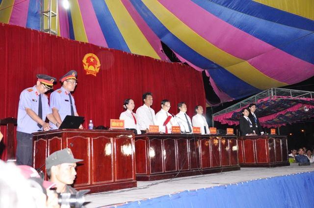 Tuyên án tử hình 2 bị cáo gây thảm án ở Bình Phước - 4
