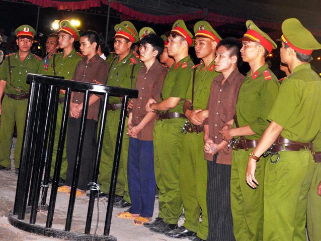 Thảm án ở Bình Phước: Sát thủ đứng không vững khi nhận án tử - 1