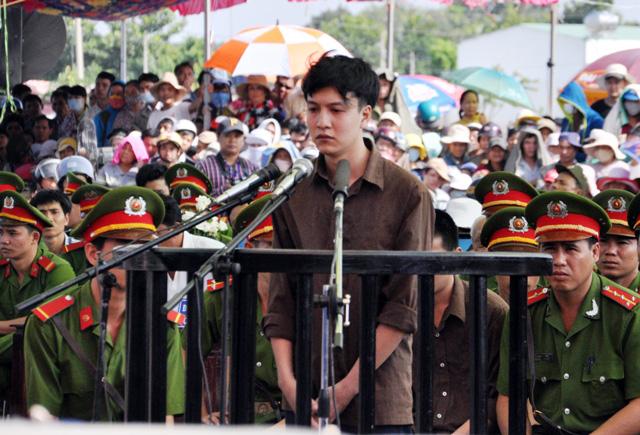 Thảm án ở Bình Phước: Sát thủ đứng không vững khi nhận án tử - 14