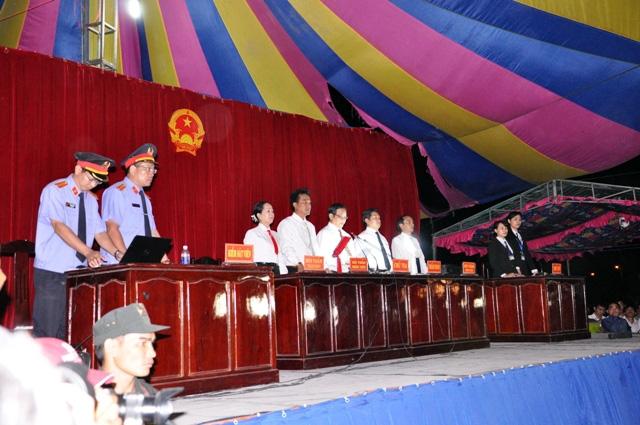 Thảm án ở Bình Phước: Sát thủ đứng không vững khi nhận án tử - 17