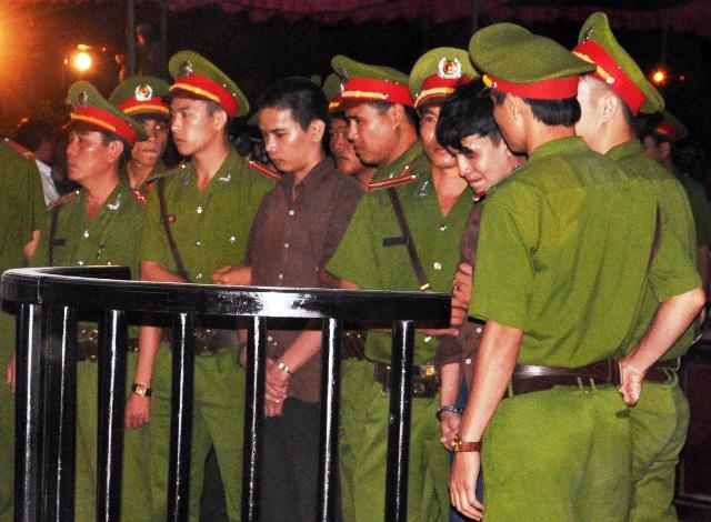 Thảm án ở Bình Phước: Sát thủ đứng không vững khi nhận án tử - 19