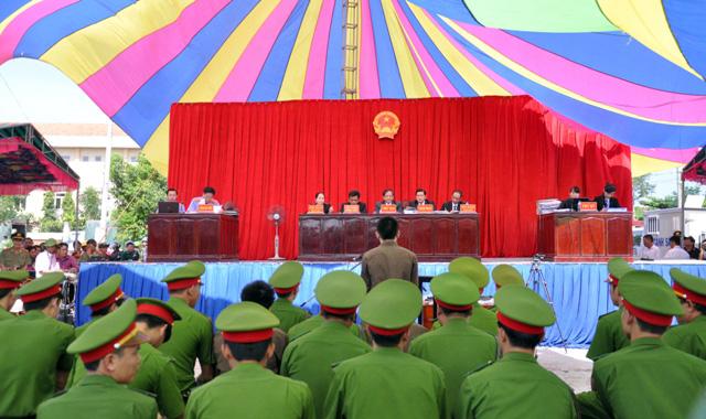 Thảm án ở Bình Phước: Sát thủ đứng không vững khi nhận án tử - 8