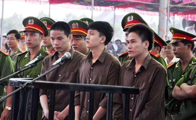 Thảm án ở Bình Phước: Sát thủ đứng không vững khi nhận án tử - 9
