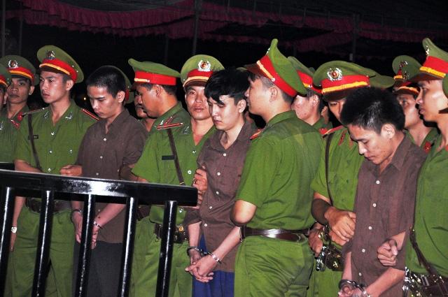 Thảm án ở Bình Phước: Sát thủ đứng không vững khi nhận án tử - 20