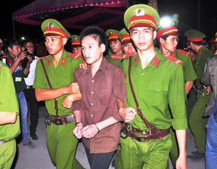 Thảm án ở Bình Phước: Sát thủ đứng không vững khi nhận án tử - 23