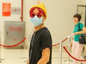 Ca nhạc - MTV - Sơn Tùng bịt kín mặt ở sân bay