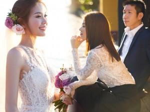 Á hậu Diễm Trang tung ảnh cưới lãng mạn bên bờ biển