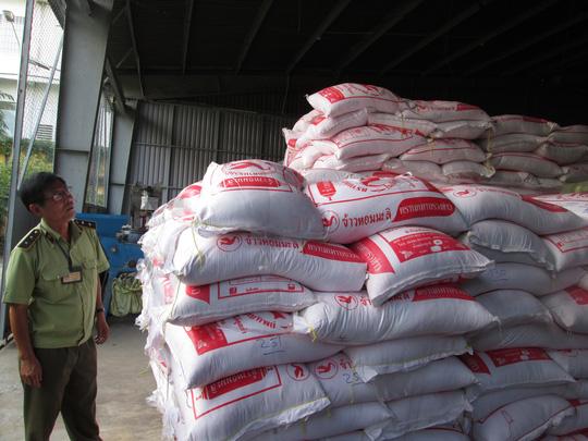 Gạo lậu Thái Lan đổ về Sài Gòn - 1
