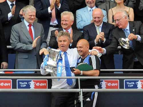 """HLV Hiddink bất ngờ """"ỡm ờ"""" về việc dẫn dắt Chelsea - 3"""